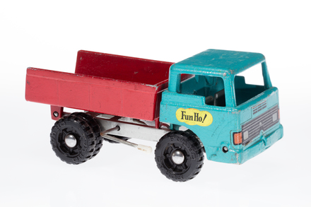 toy truck, 1996.165.230, Photographed by Andrew Hales, digital, 03 May 2018, © Auckland Museum CC BY