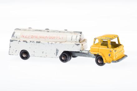 toy tanker (tender)
