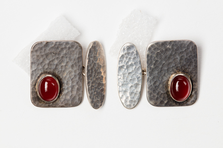 pair of cufflinks, 1993.1, JY111, Photographed by Jennifer Carol, digital, 19 Jun 2018, © Auckland Museum CC BY NC