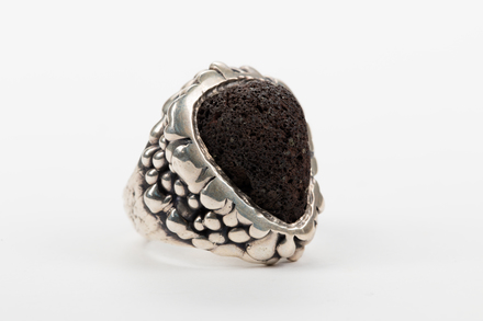 ring, 1993.1, JY116, Photographed by Jennifer Carol, digital, 19 Jun 2018, © Auckland Museum CC BY NC