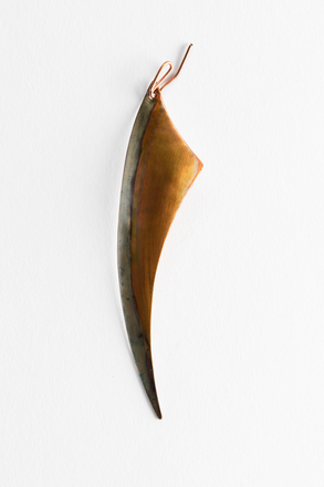 sample pendant, 1993.1, JY57, Photographed by Jennifer Carol, digital, 27 Jun 2018, © Auckland Museum CC BY NC