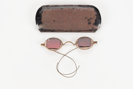 spectacles, case, 1997x2.114, Photographed by Richard Ng, digital, 09 Aug 2018, © Auckland Museum CC BY