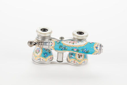 Opera glasses, 1964.28, 37571, 37569, Photographed by Richard Ng, digital, 10 Aug 2018, © Auckland Museum CC BY