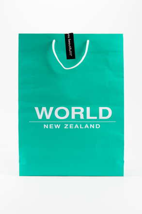 bag, shopping, 2002.7.1, Photographed by Jennifer Carol, digital, 10 Aug 2018, © Auckland Museum CC BY