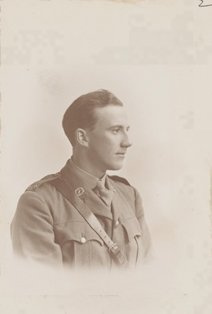 Portrait of Second Lieutenant Robert Edgar Fyfe, Archives New Zealand, R24184009. Image may be subject to copyright restrictions.