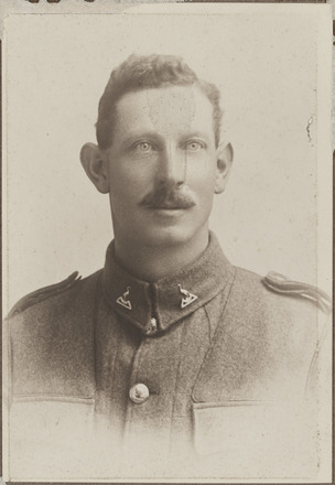 Portrait of Second Lieutenant William George Munn, Archives New Zealand, R24184660. Image may be subject to copyright restrictions.