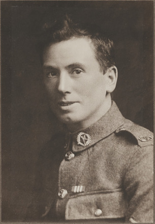 Portrait of Private Frederick Closey, Archives New Zealand, R24184117. Image may be subject to copyright restrictions.