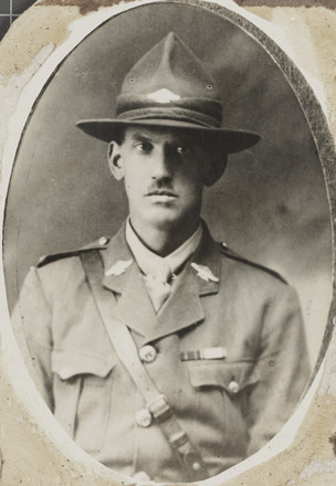 Portrait of Captain Murray Urquhart, Archives New Zealand, R24184992. Image may be subject to copyright restrictions.