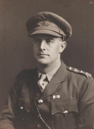 Portrait of Captain Noel Trevor Holmden, Archives New Zealand, R24185041. Image may be subject to copyright restrictions.