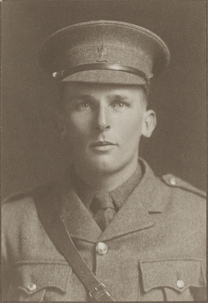 Portrait of Captain Robert Bruce Caws, Archives New Zealand, AALZ   25044 5 / F1874 63. Image is subject to copyright restrictions.