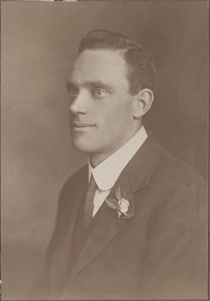 Portrait of Corporal Cecil Arthur John Browning, Archives New Zealand, AALZ 25044 4 / F1617 54. Image is subject to copyright restrictions.