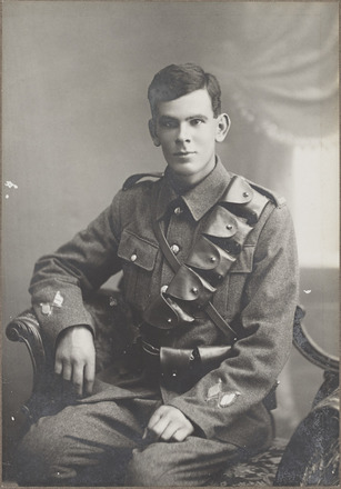 Portrait of Gunner Keith Renner, Archives New Zealand, AALZ 25044 6 / F616 6. Image is subject to copyright restrictions.