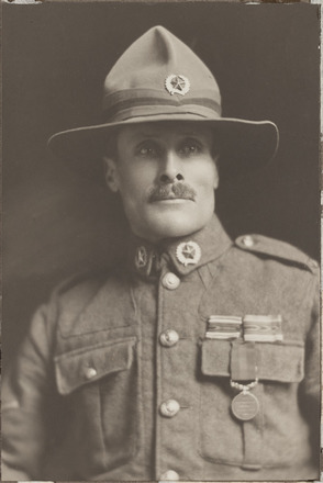 Portrait of Lance Corporal Leonard Greenbank, Archives New Zealand, AALZ 25044 5 / F1980 69. Image is subject to copyright restrictions.