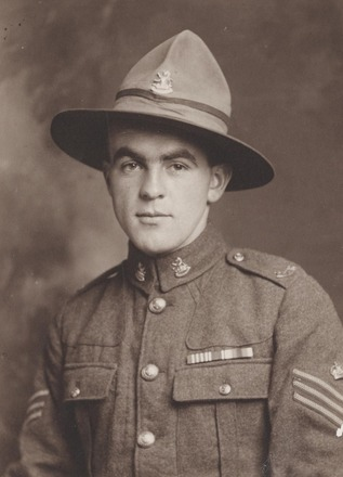 Portrait of (then) Staff Sergeant Frederick M H Hanson MM. Archives New Zealand AALZ 25044 4 / F1545. Image may be subject to copyright restrictions.
