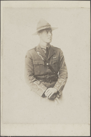 Portrait of Lieutenant Leslie Ivan Manning, Archives New Zealand, AALZ 25044 1 / F794 29. Image is subject to copyright restrictions.