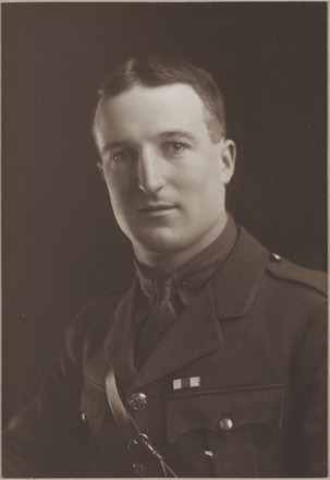 Portrait of Lieutenant Norman Fenwick Little, Archives New Zealand, AALZ 25044 6 / F762 27. Image is subject to copyright restrictions.