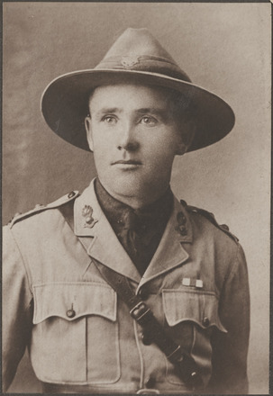 Portrait of Lieutenant Robert Thomas George Patrick, Archives New Zealand, AALZ 25044 2 / F986 37. Image is subject to copyright restrictions.
