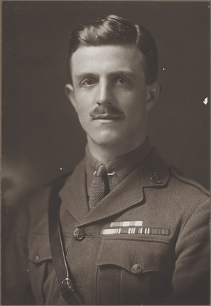 Portrait of Major Harold Eric Barrowclough, Archives New Zealand, AALZ 25044 4 / F1564 15. Image is subject to copyright restrictions.