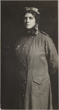 Portrait of Nurse Ida Willis, Archives New Zealand, AALZ 25044 1 / F615 5. Image is subject to copyright restrictions.