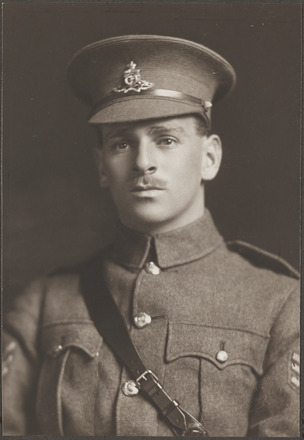 Portrait of Regimental Sergeant Major Cecil Asher, Archives New Zealand, AALZ   25044 2 / F989 38. Image is subject to copyright restrictions.