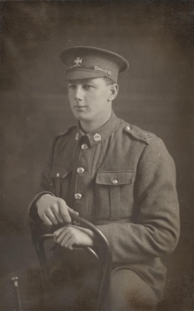Portrait of Rifleman George Albert Fraser, Archives New Zealand, AALZ 25044 1 / F655 5. Image is subject to copyright restrictions.