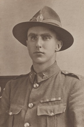 Portrait of Company Sergeant Major Donald Meredith Gordon Mackay, Archives New Zealand, AALZ   25044 4 / F1714 69. Image is subject to copyright restrictions.