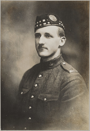 Portrait of Lieutenant Alexander Kenneth Willis, Archives New Zealand, AALZ 25044 6 / F611 5. Image is subject to copyright restrictions.