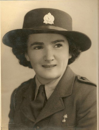 Photograph of Jean Beryl Elstone, 818209. Image kindly provided by Owen Wallbutton (January 2019). Image may be subject to copyright restrictions.