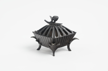 incense burner, 1934.316, M1453, 20771, Photographed by Richard Ng, digital, 29 Jan 2019, © Auckland Museum CC BY