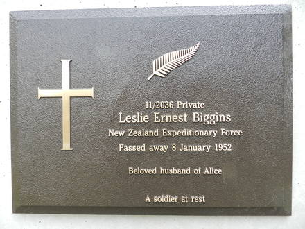 Headstone of Leslie Ernest Biggins, Cornelian Bay Cemetery, Hobart. Image kindly provided by Andrea Gerrard on behalf of The Headstone Project, Tasmania. Image is subject to copyright restrictions.