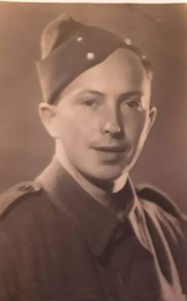Portrait of Private Henry Reginald Walter Bartlett. Image kindly provided by Judith Bartlett (May 2019). Image may be subject to copyright restrictions.