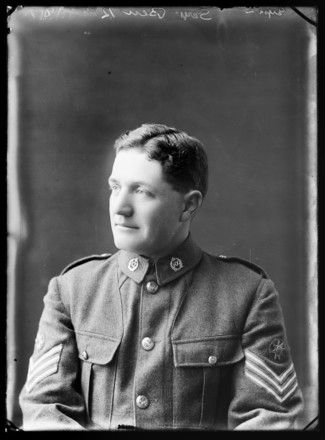 Portrait of Frederick John Lars Beu, Berry & Co, Wellington, 1918. Te Papa Tongarewa, B.044398. Image is subject to copyright restrictions.