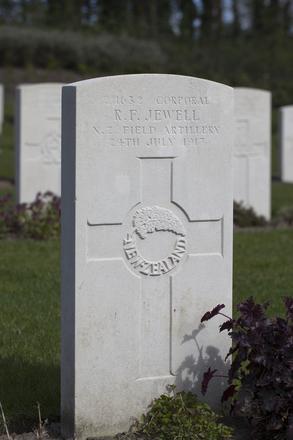 Headstone of Corporal Ronald Frederick Jewell (2/1632). Coxyde Military Cemetery, Koksijde, West-Vlaanderen, Belgium. New Zealand War Graves Trust (BEAX6951). CC BY-NC-ND 4.0.