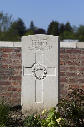Headstone of Private John Tempest Beech (36941). Motor Car Corner Cemetery, Comines-Warneton, Hainaut, Belgium. New Zealand War Graves Trust (BECW8746). CC BY-NC-ND 4.0.