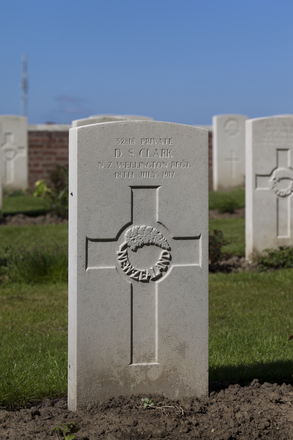 Headstone of Private Daniel Stanley Clark (32818). Motor Car Corner Cemetery, Comines-Warneton, Hainaut, Belgium. New Zealand War Graves Trust (BECW8806). CC BY-NC-ND 4.0.