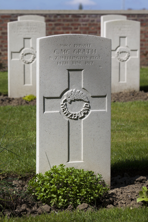 Headstone of Private Charles McGrath (39867). Motor Car Corner Cemetery, Comines-Warneton, Hainaut, Belgium. New Zealand War Graves Trust (BECW8825). CC BY-NC-ND 4.0.