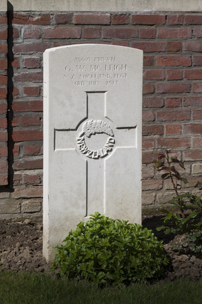 Headstone of Private George Walter McLeigh (39669). Motor Car Corner Cemetery, Comines-Warneton, Hainaut, Belgium. New Zealand War Graves Trust (BECW8767). CC BY-NC-ND 4.0.