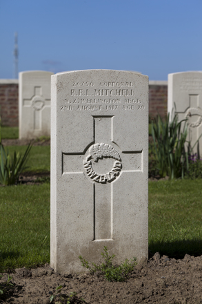 Headstone of Corporal Ross Eugene Leslie Mitchell (26750). Motor Car Corner Cemetery, Comines-Warneton, Hainaut, Belgium. New Zealand War Graves Trust (BECW8804). CC BY-NC-ND 4.0.