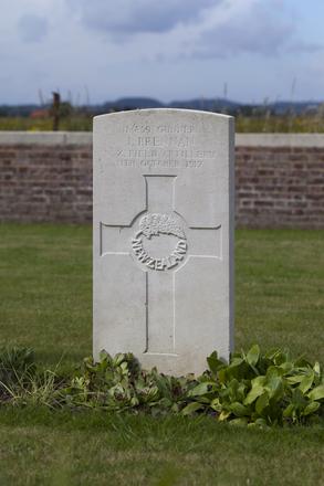 Headstone of Gunner John Brennan (11/859). Divisional Cemetery, Ieper, West-Vlaanderen, Belgium. New Zealand War Graves Trust (BEAZ1039). CC BY-NC-ND 4.0.