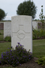 Headstone of Gunner Robert Clark (2/2794). Divisional Cemetery, Ieper, West-Vlaanderen, Belgium. New Zealand War Graves Trust (BEAZ1260). CC BY-NC-ND 4.0.