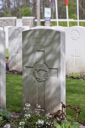 Headstone of Private James Malcolm Johnston (29787). Berks Cemetery Extension, Comines-Warneton, Hainaut, Belgium. New Zealand War Graves Trust (BEAK7319). CC BY-NC-ND 4.0.