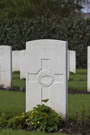 Headstone of Private Charles Jones (16/1453). Berks Cemetery Extension, Comines-Warneton, Hainaut, Belgium. New Zealand War Graves Trust (BEAK7064). CC BY-NC-ND 4.0.