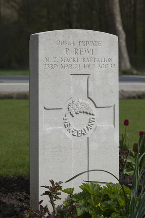 Headstone of Private Perenara Rewi (20664). Berks Cemetery Extension, Comines-Warneton, Hainaut, Belgium. New Zealand War Graves Trust (BEAK7338). CC BY-NC-ND 4.0.