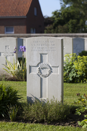 Headstone of Captain Samuel Llewellyn Serpell (3/2874). Menin Road South Military Cemetery, Ieper, West-Vlaanderen, Belgium. New Zealand War Graves Trust (BECR0802). CC BY-NC-ND 4.0.