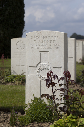 Headstone of Private Cyril Abbott (51630). Nine Elms British Cemetery, Poperinge, West-Vlaanderen, Belgium. New Zealand War Graves Trust (BEDA9539). CC BY-NC-ND 4.0.