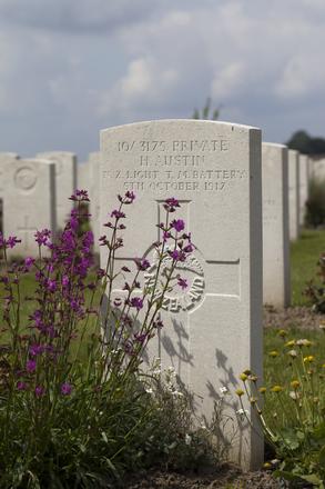 Headstone of Private Horace Austin (10/3175). Nine Elms British Cemetery, Poperinge, West-Vlaanderen, Belgium. New Zealand War Graves Trust (BEDA9582). CC BY-NC-ND 4.0.