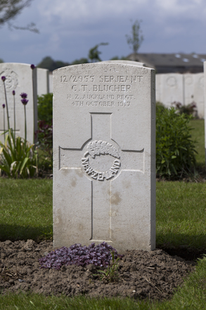 Headstone of Sergeant Charles Theodore Blucher (12/2955). Nine Elms British Cemetery, Poperinge, West-Vlaanderen, Belgium. New Zealand War Graves Trust (BEDA9555). CC BY-NC-ND 4.0.