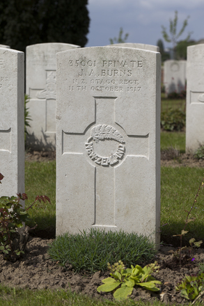 Headstone of Private James Anderson Burns (35001). Nine Elms British Cemetery, Poperinge, West-Vlaanderen, Belgium. New Zealand War Graves Trust (BEDA9563). CC BY-NC-ND 4.0.