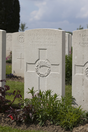 Headstone of Private Francis Donaghy (12/3299). Nine Elms British Cemetery, Poperinge, West-Vlaanderen, Belgium. New Zealand War Graves Trust (BEDA9589). CC BY-NC-ND 4.0.