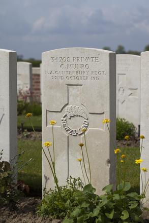 Headstone of Private Cecil Munro (34708). Nine Elms British Cemetery, Poperinge, West-Vlaanderen, Belgium. New Zealand War Graves Trust (BEDA9499). CC BY-NC-ND 4.0.